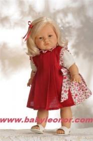 Muñeca Sofía con traje rojo