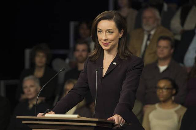 Jackie Sharp (Molly Parker)