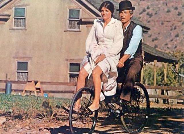 Katharine Ross en bici