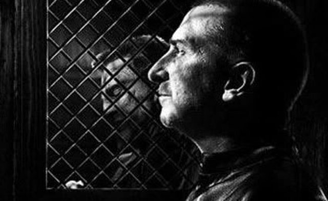 Frank Miller como Cura.