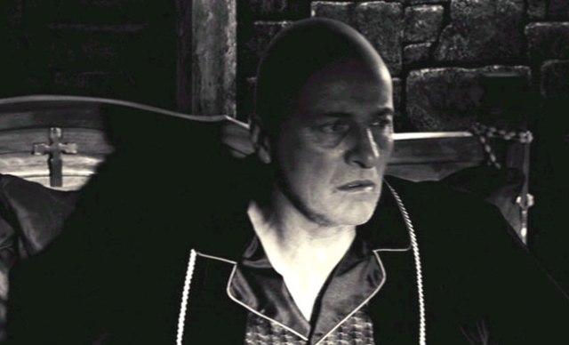 cardenal Roark (Rutger Hauer).