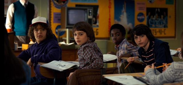 stranger_things_2_tv_series-983228137-large
