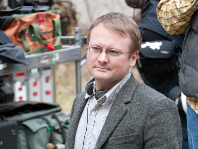 Director Rian Johnson on the set of Looper.</em